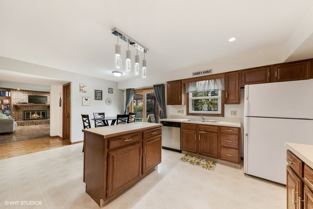 3895 Charlemagne, Hoffman Estates, Illinois, 60192