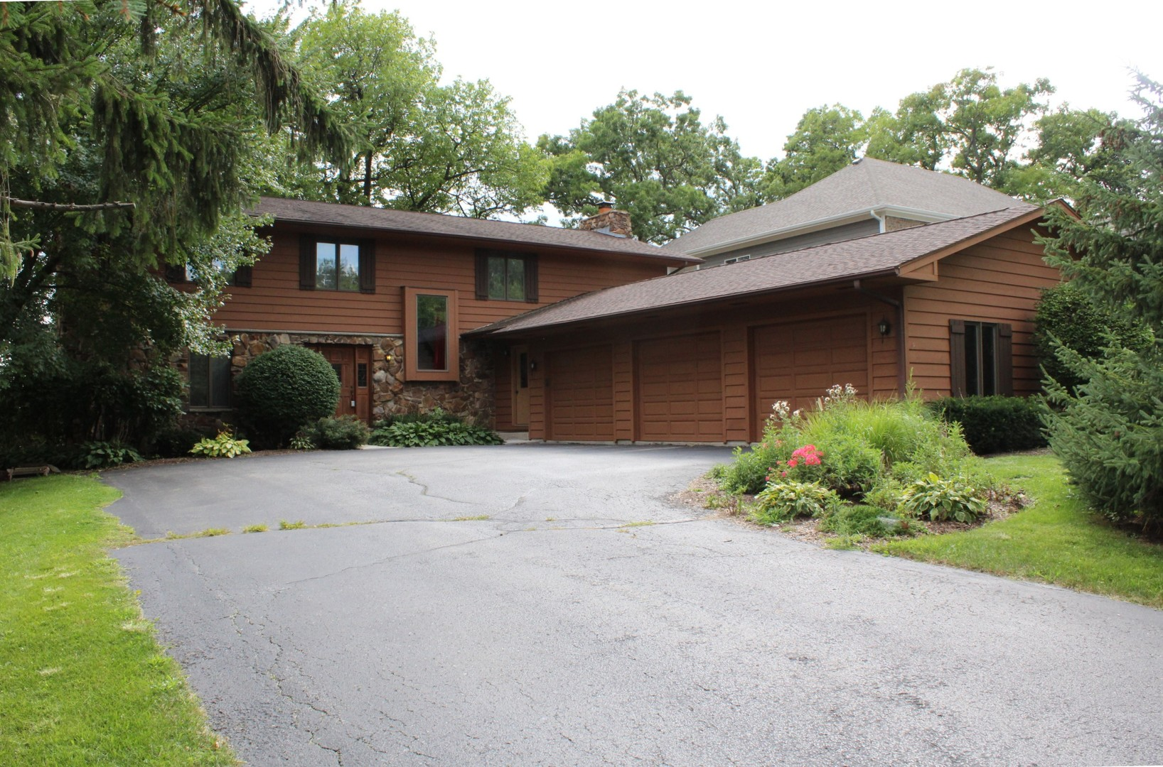 399 Lois Lane, Lake Zurich, IL 60047