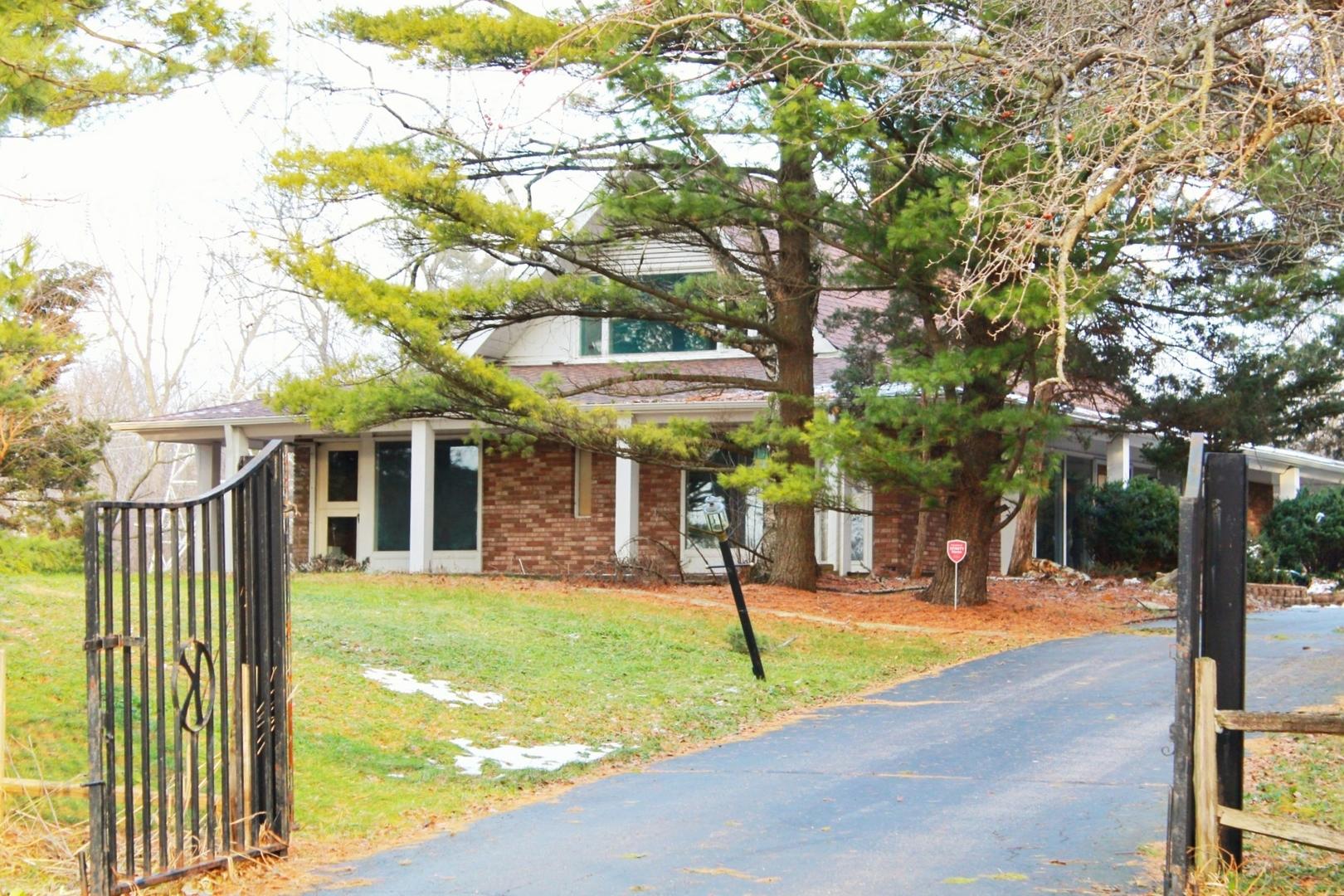 2 Barrington Bourne Barrington Hills, Illinois 60010