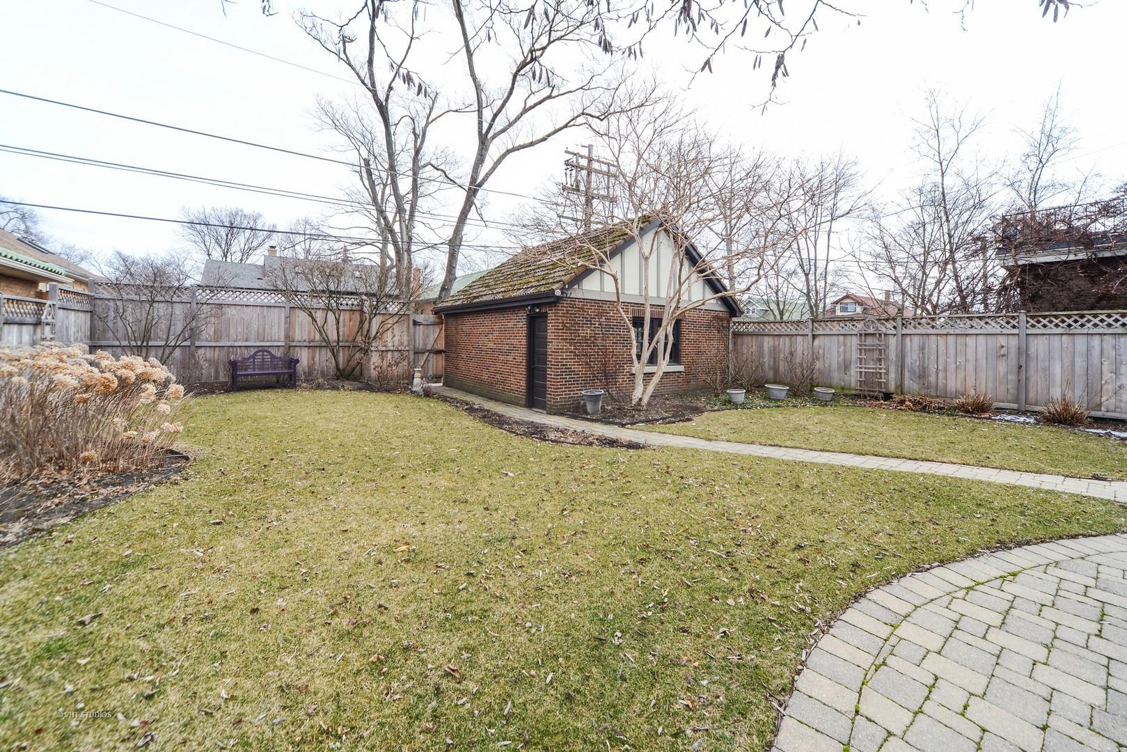1104 North Elmwood, OAK PARK, Illinois, 60302