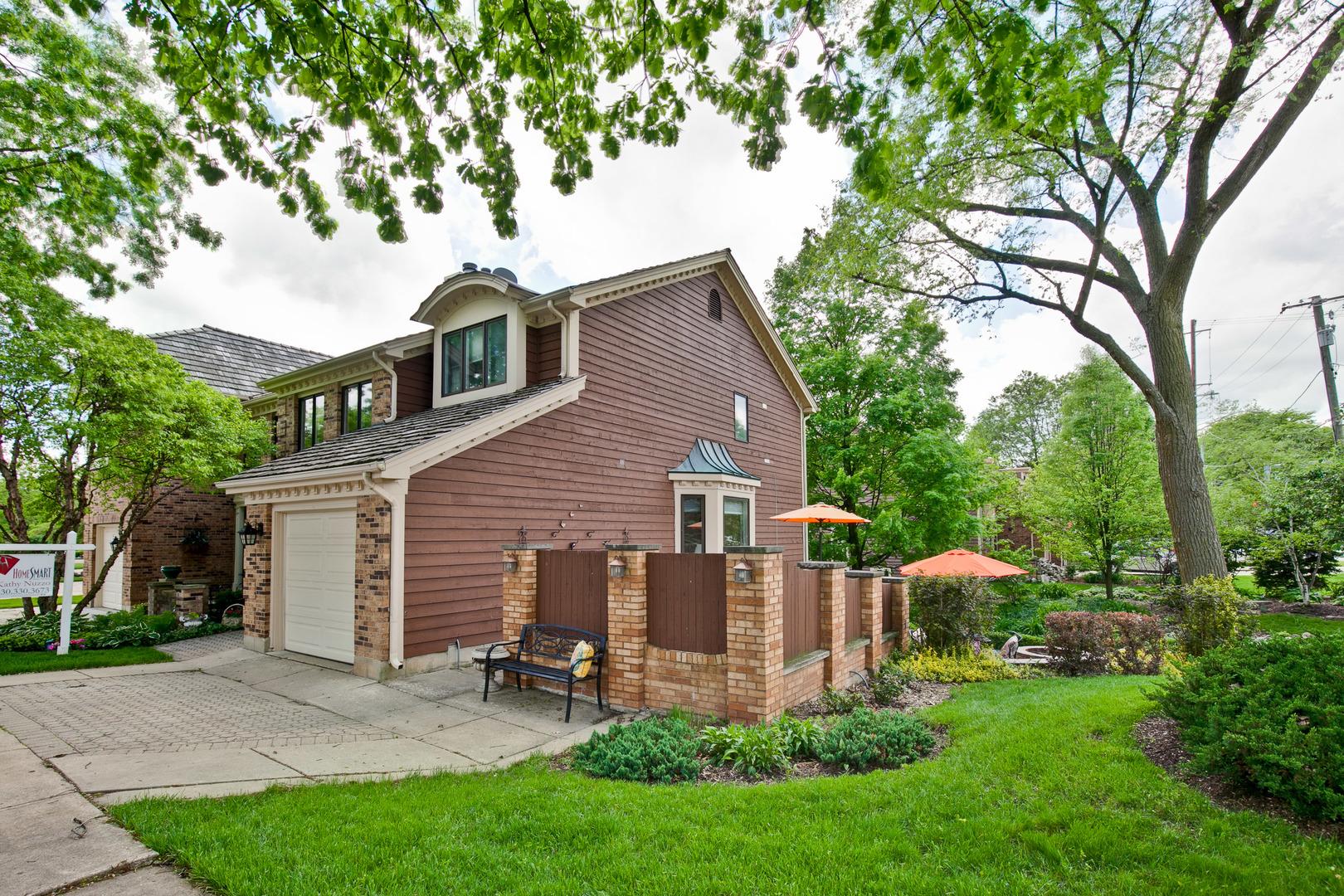 600 Walnut Oaks, Roselle, Illinois, 60172
