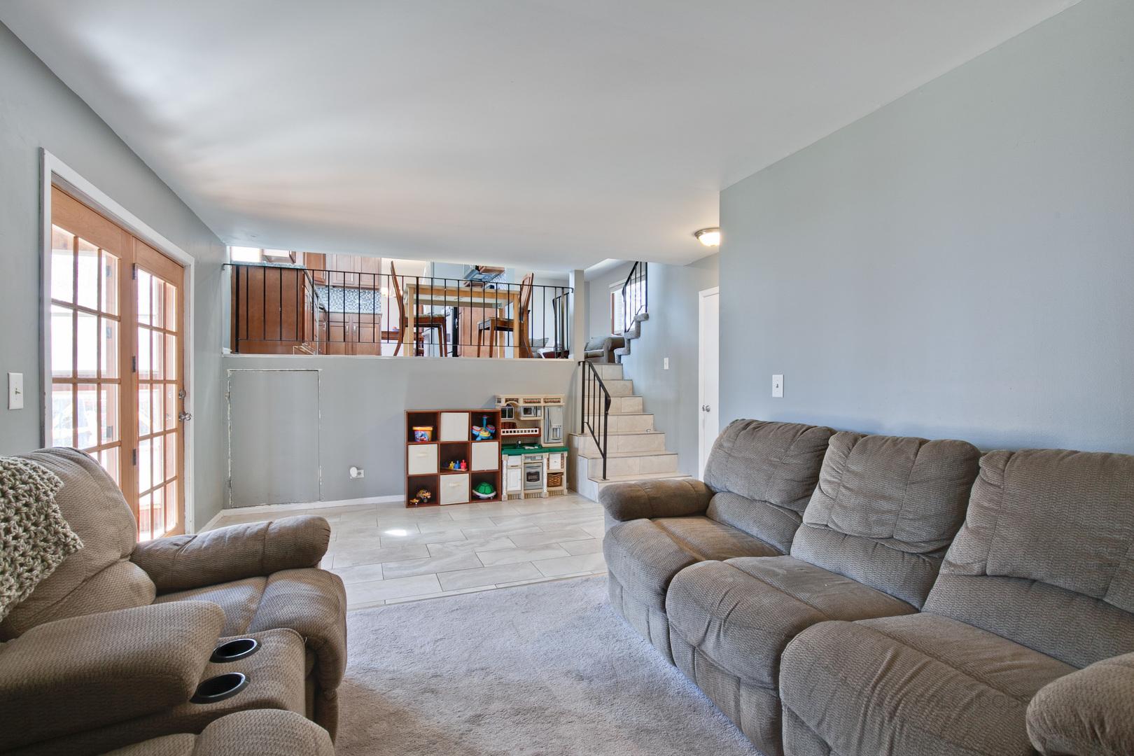 21 Monterey, Vernon Hills, Illinois, 60061