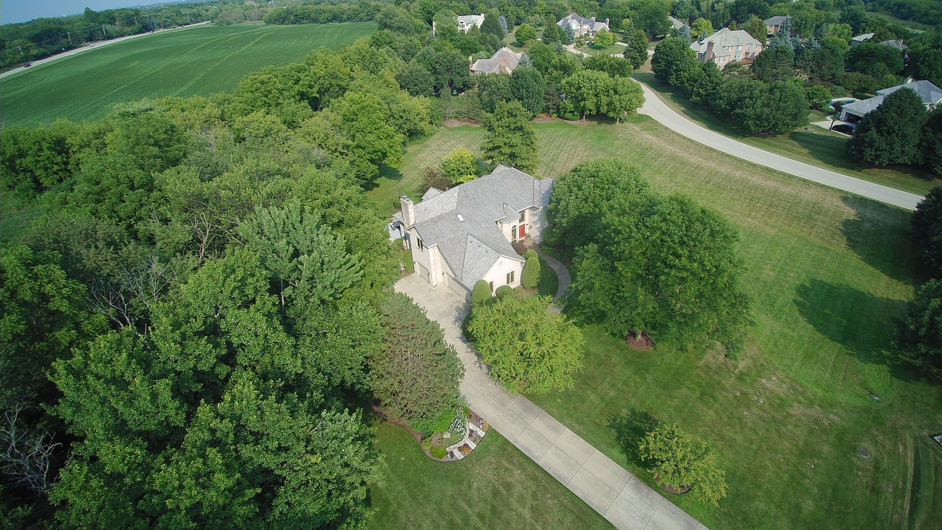 2 North Meadow Lane, Hawthorn Woods, Illinois 60047