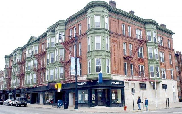 North Broadway St., Chicago, IL 60657