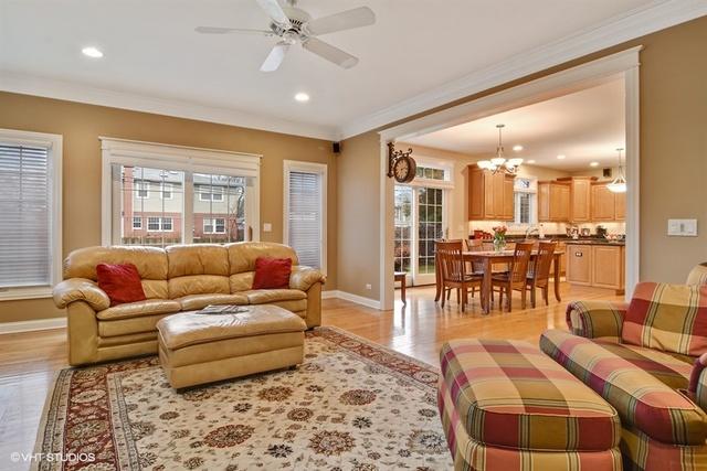 105 North Kennicott, ARLINGTON HEIGHTS, Illinois, 60005