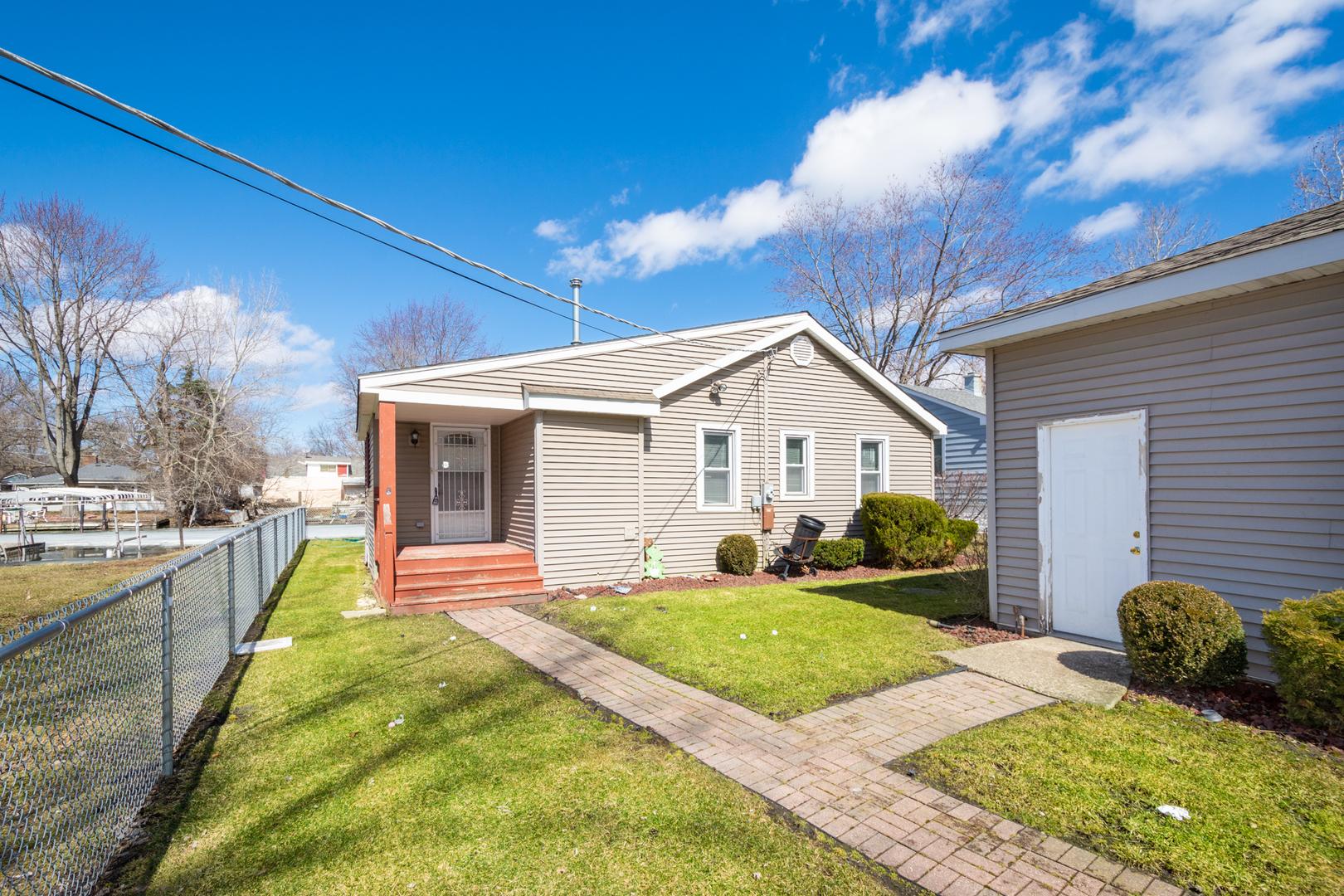 26160 West Mallard, Antioch, Illinois, 60002
