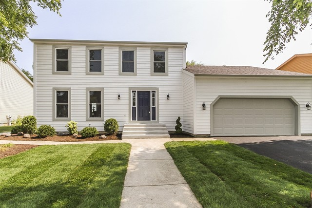 417 Red Rock Drive, Lindenhurst, Illinois 60046