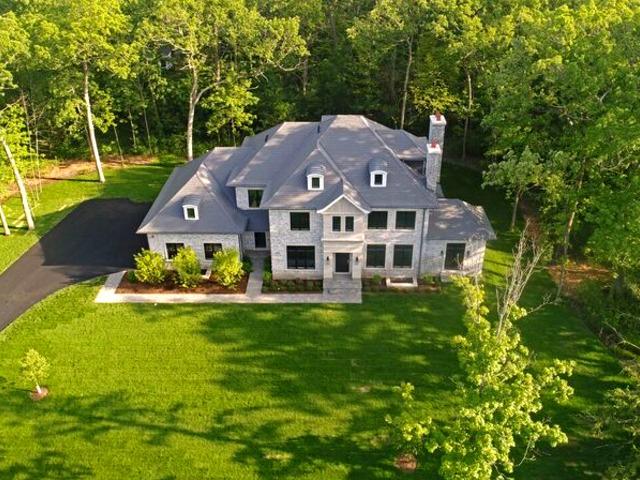 511 Lansdowne Lane, Lake Bluff, Illinois 60044