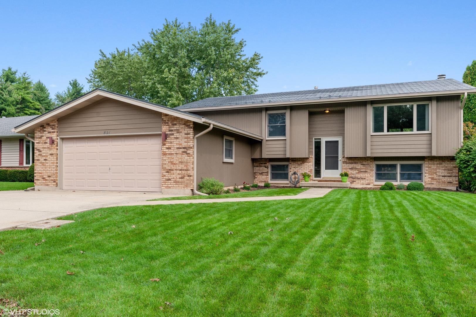821 North Beck Road, Lindenhurst, Illinois 60046