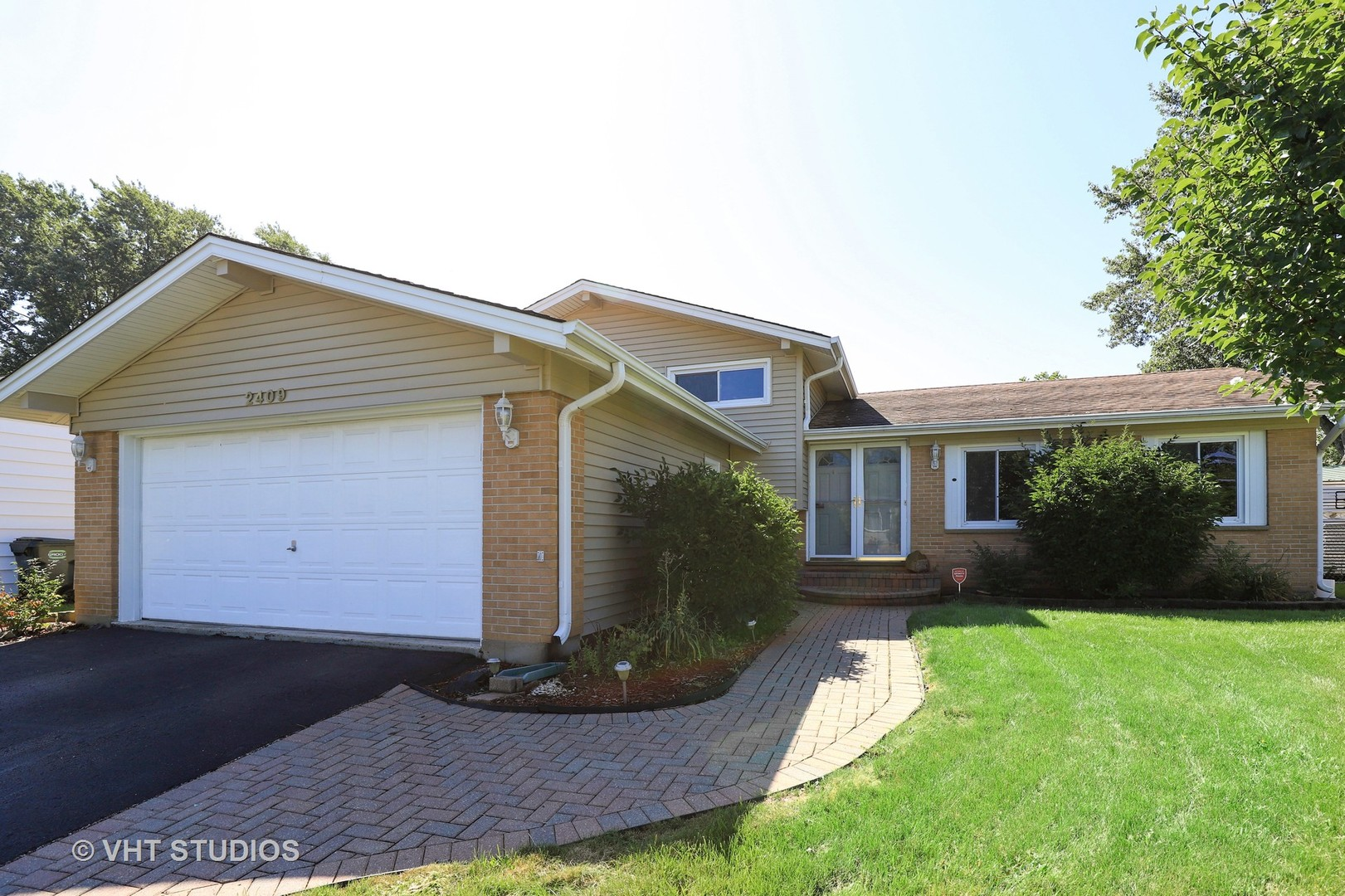 2409 Plum Tree Road, Lindenhurst, Illinois 60046