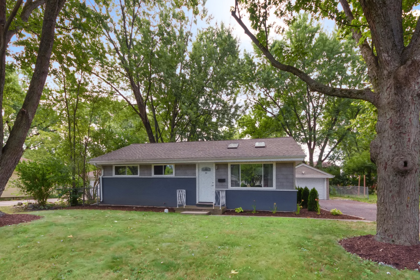 63 Golfview Road, Lake Zurich, Illinois 60047