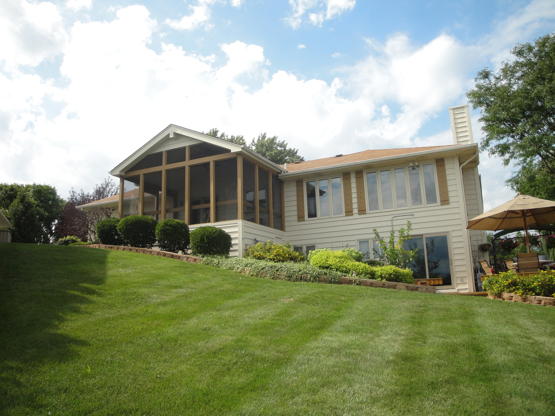447 Red Rock Drive, Lindenhurst, Illinois 60046