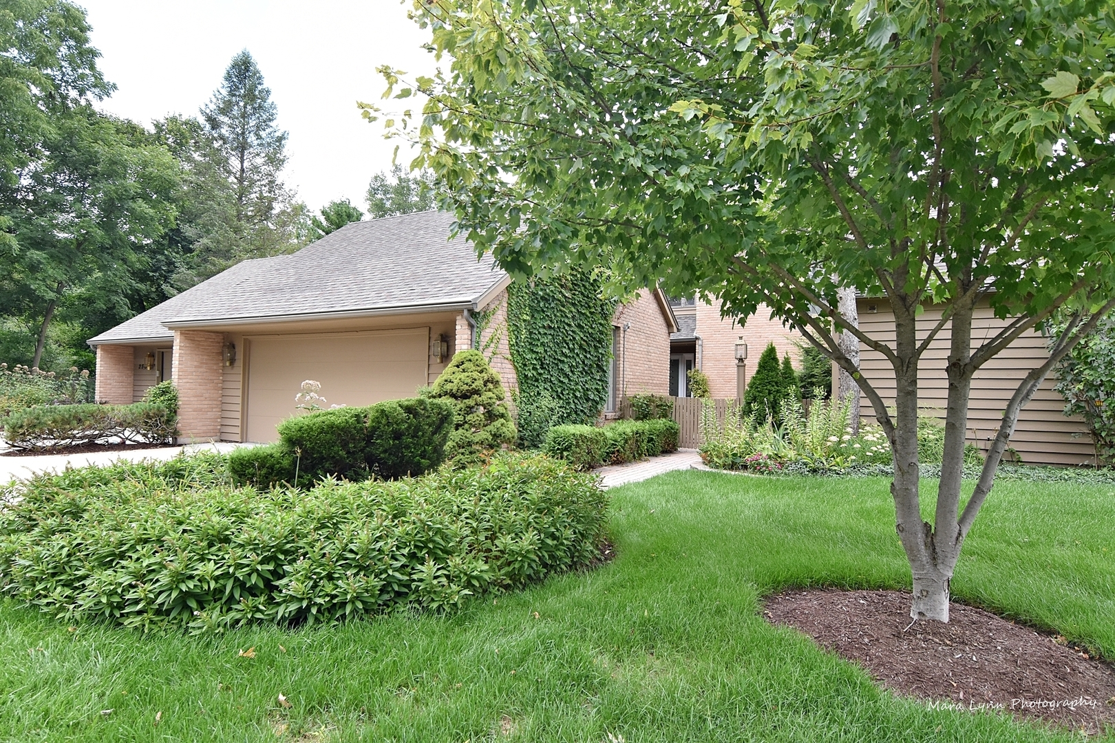 252  Spring Cove,  ELGIN, Illinois