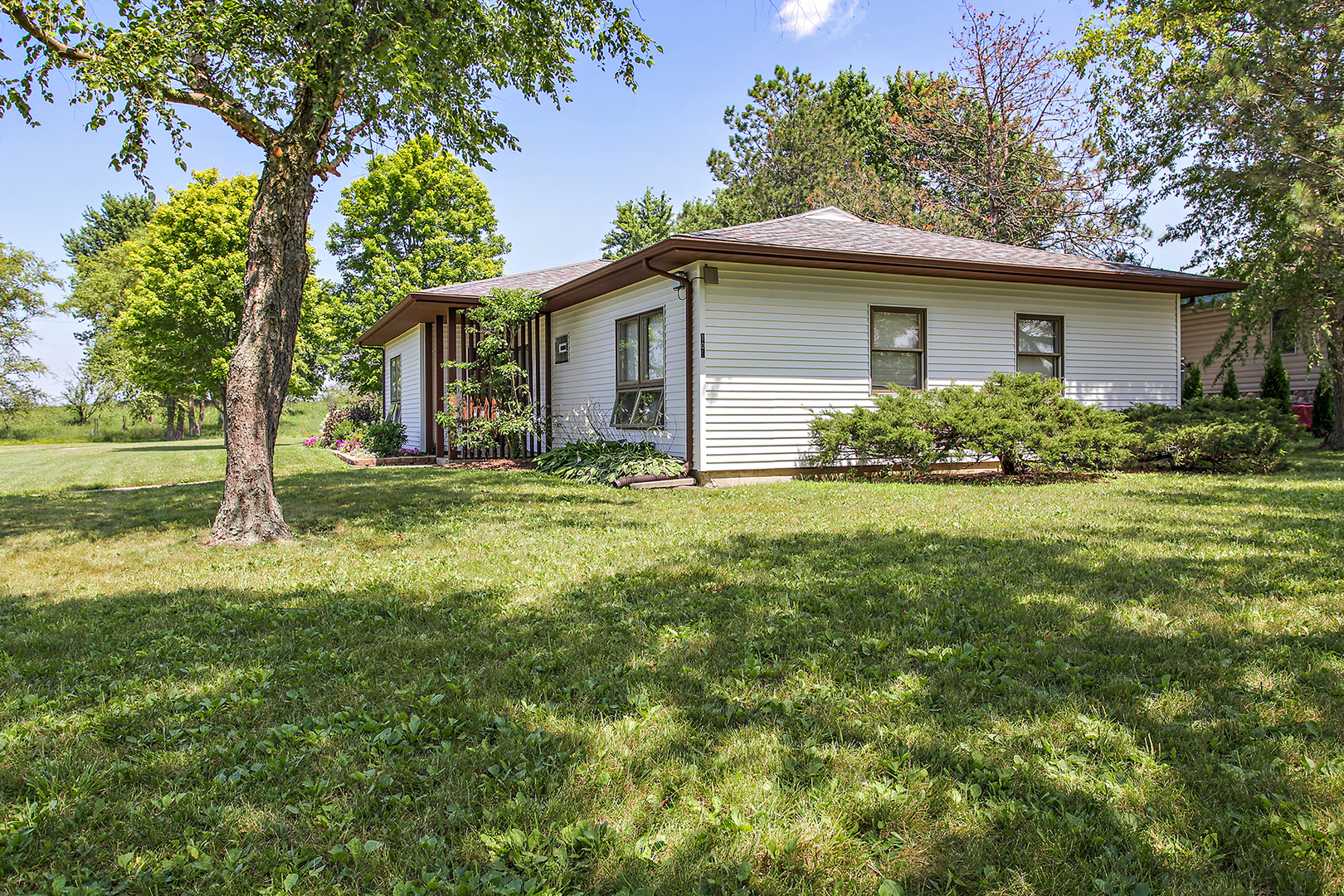106 Sun, Cabery, Illinois, 60919