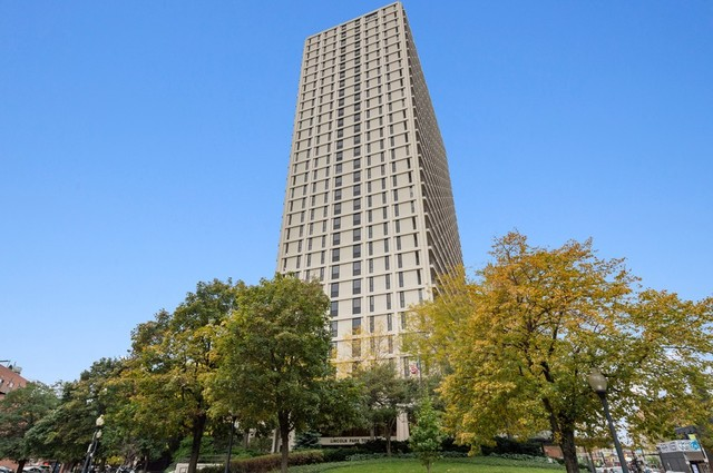 1960 N. Lincoln Park West #912
