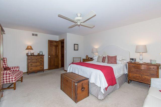 303 Woodview, Oak Brook, Illinois, 60523