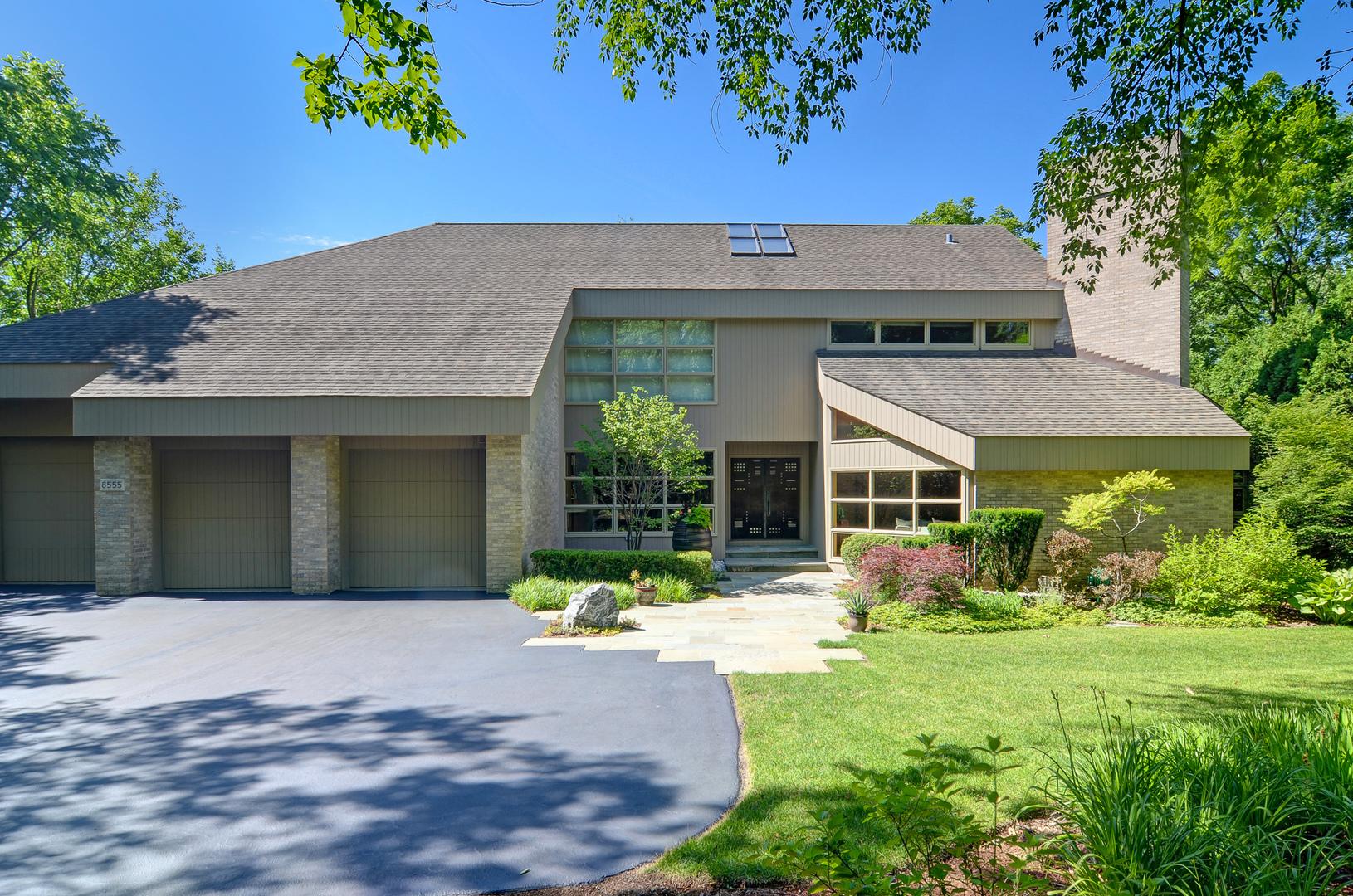8555 Oak Knoll Drive, Burr Ridge, IL 60527