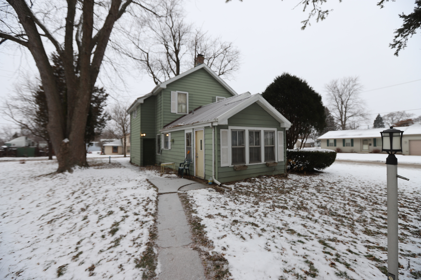 607 6th, HARVARD, Illinois, 60033
