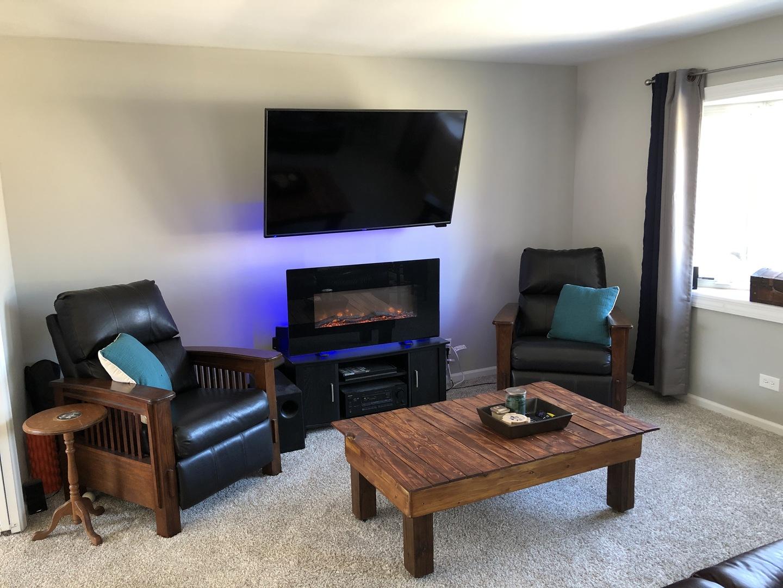 285 Newark, Hoffman Estates, Illinois, 60194