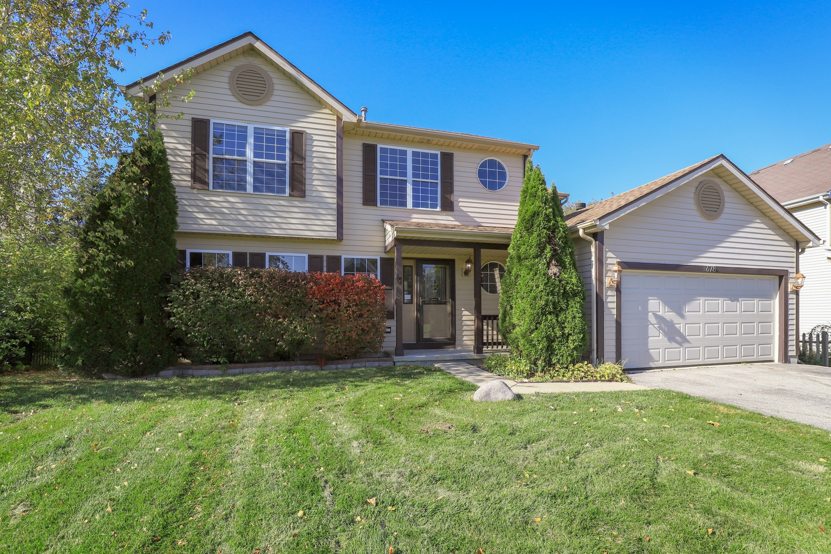 678 North Autumn Circle, Lindenhurst, Illinois 60046