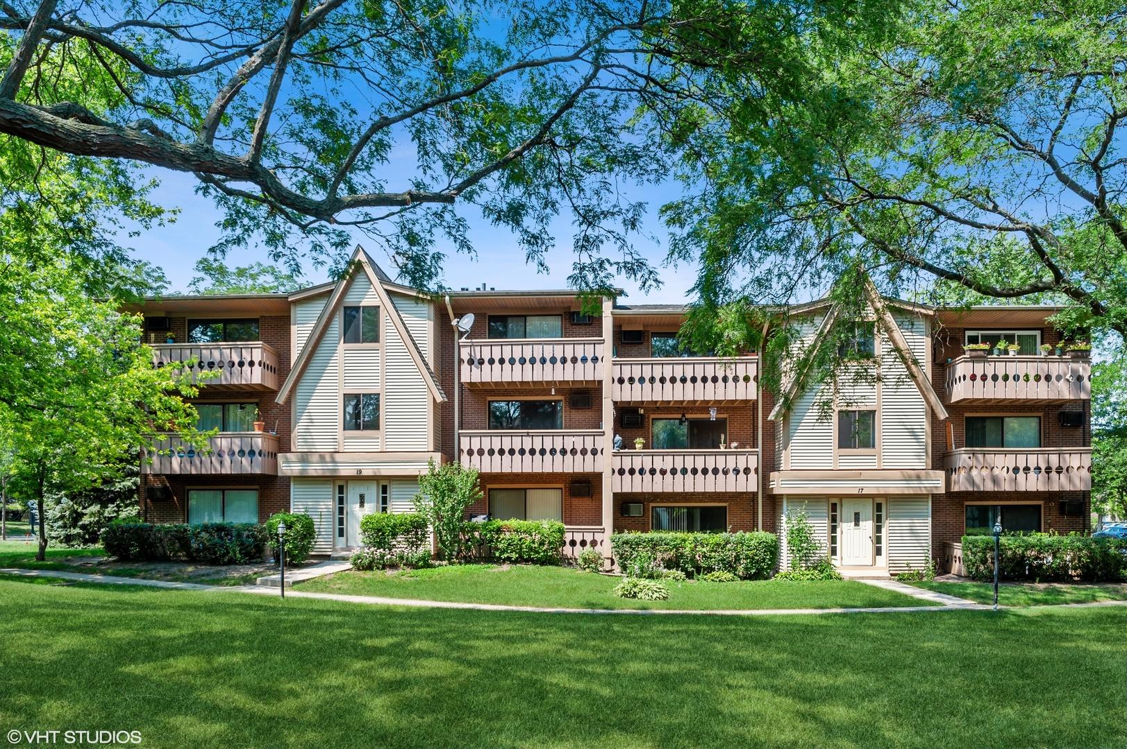 17 Parkside Court, Unit 4, Vernon Hills, Il 60061