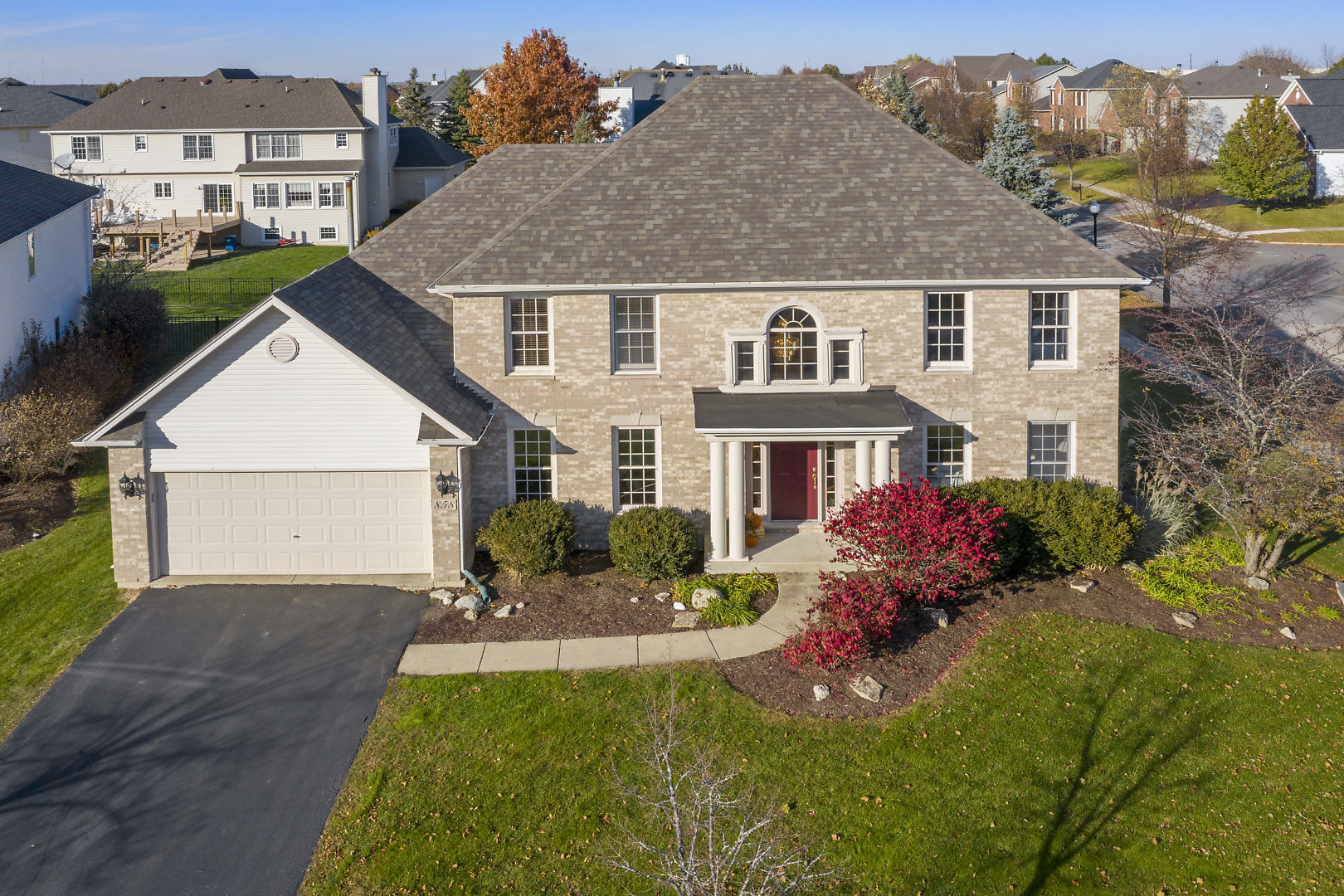 858  Chasewood,  South Elgin, Illinois