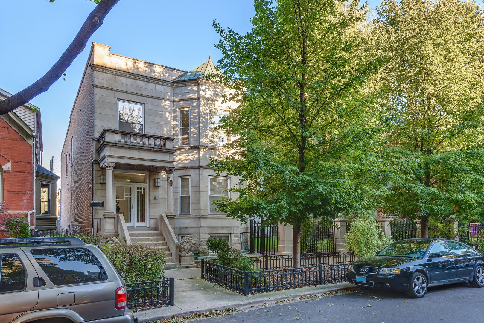 North  HOYNE Avenue, CHICAGO, IL 60622