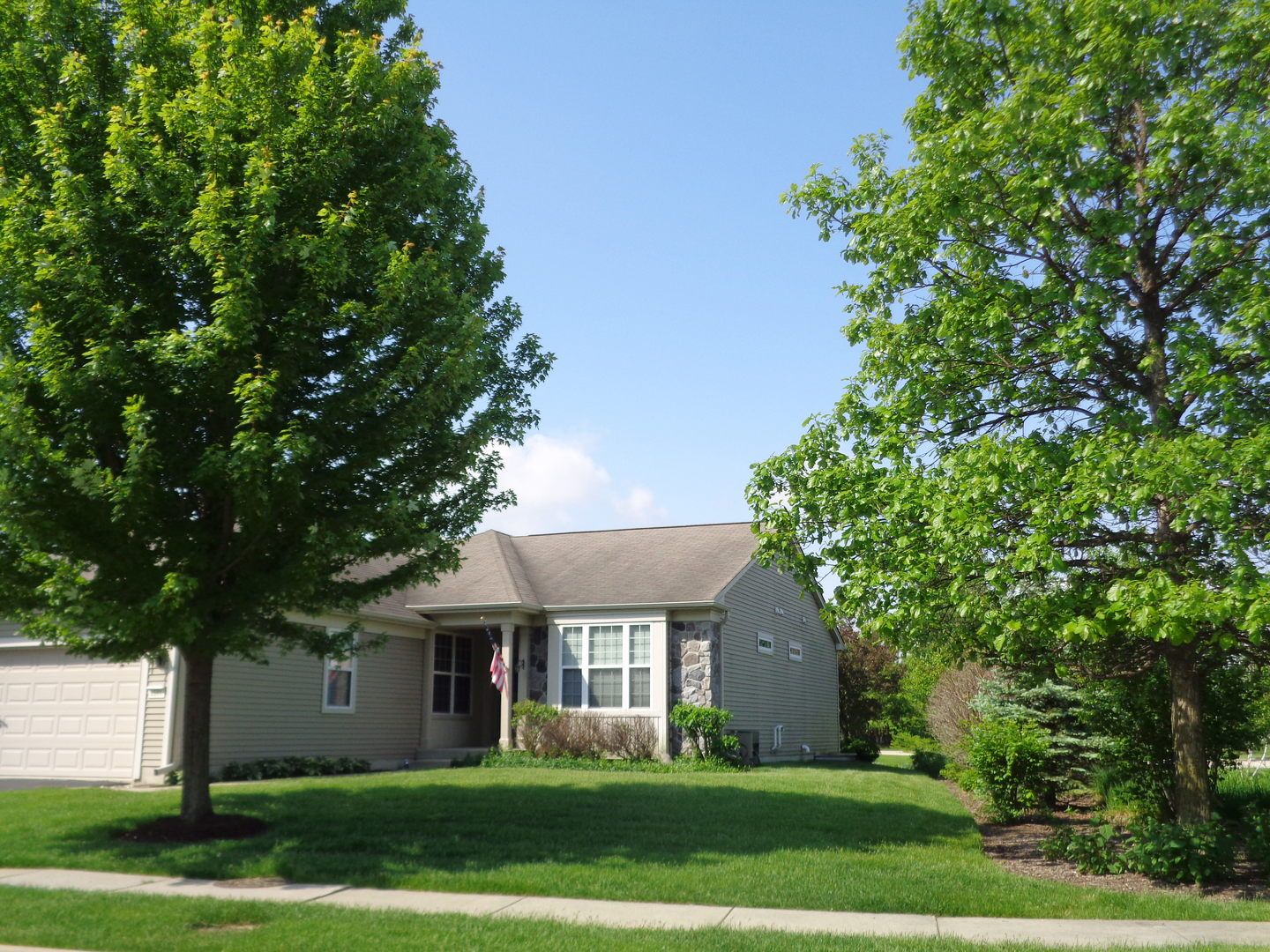 2561  Venetian,  ELGIN, Illinois