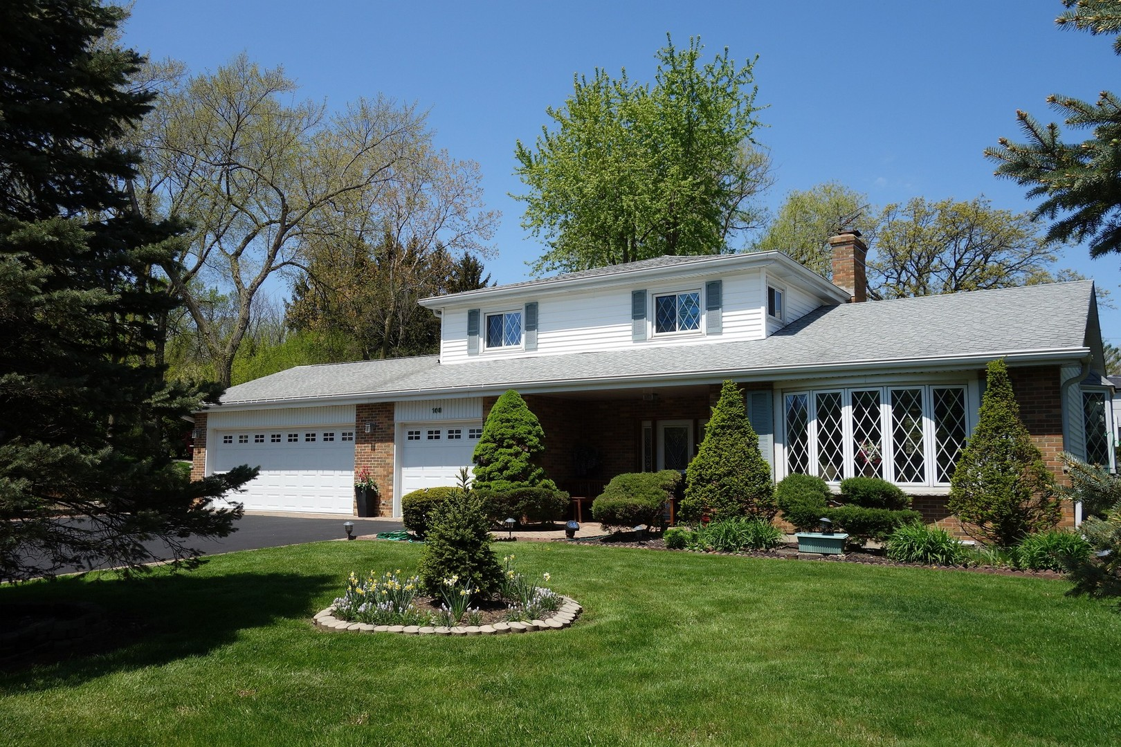 108 E Old Elm Road, Lake Forest, IL 60045