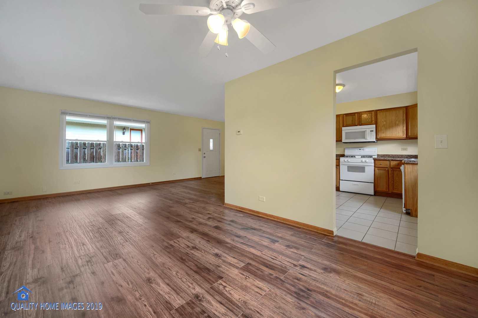 221 FERNDALE, ROUND LAKE BEACH, Illinois, 60073