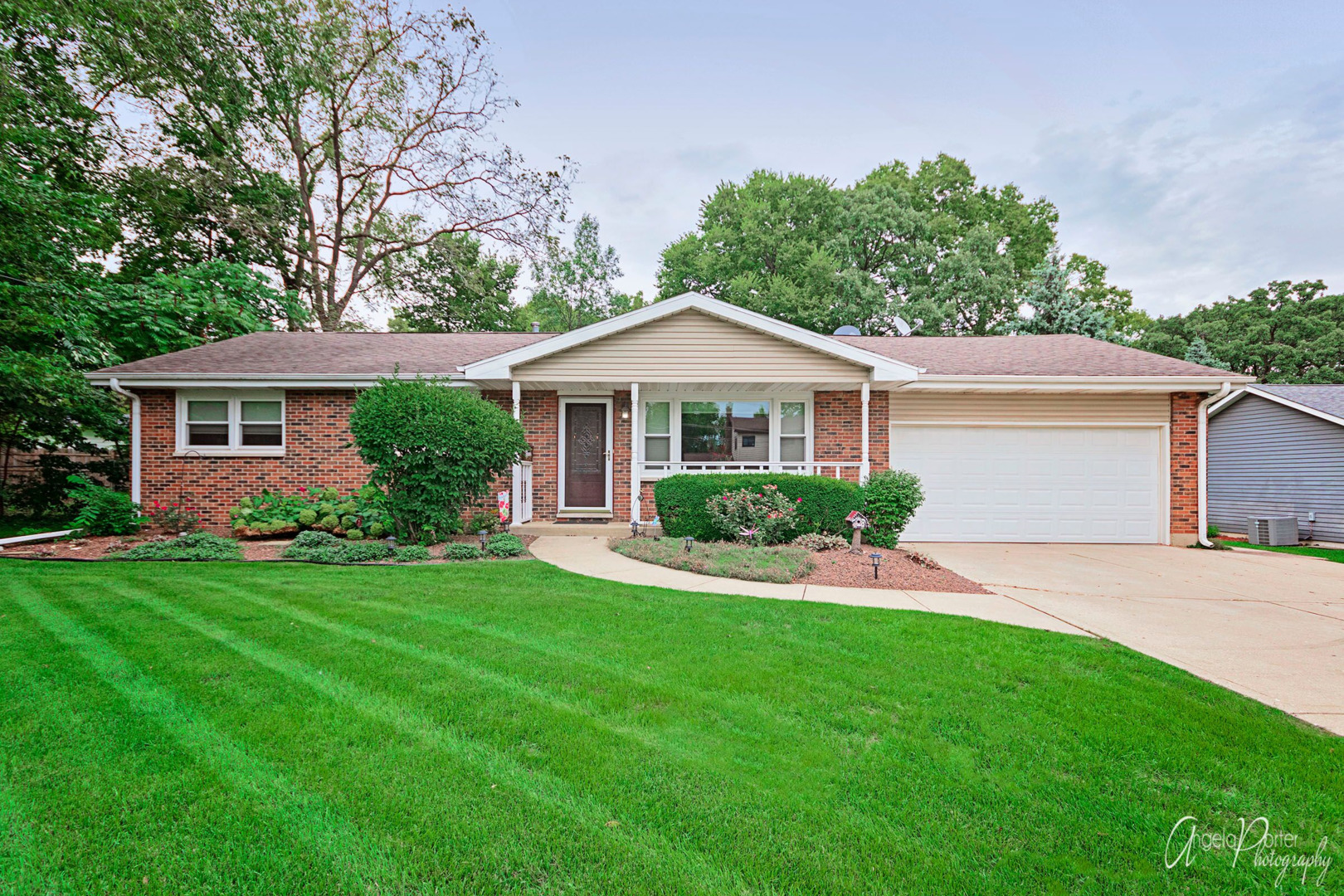 910 Nippersink Road, Spring Grove, Illinois 60081