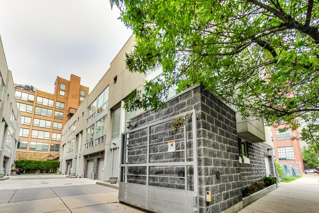 3 Townhouse in West Town
