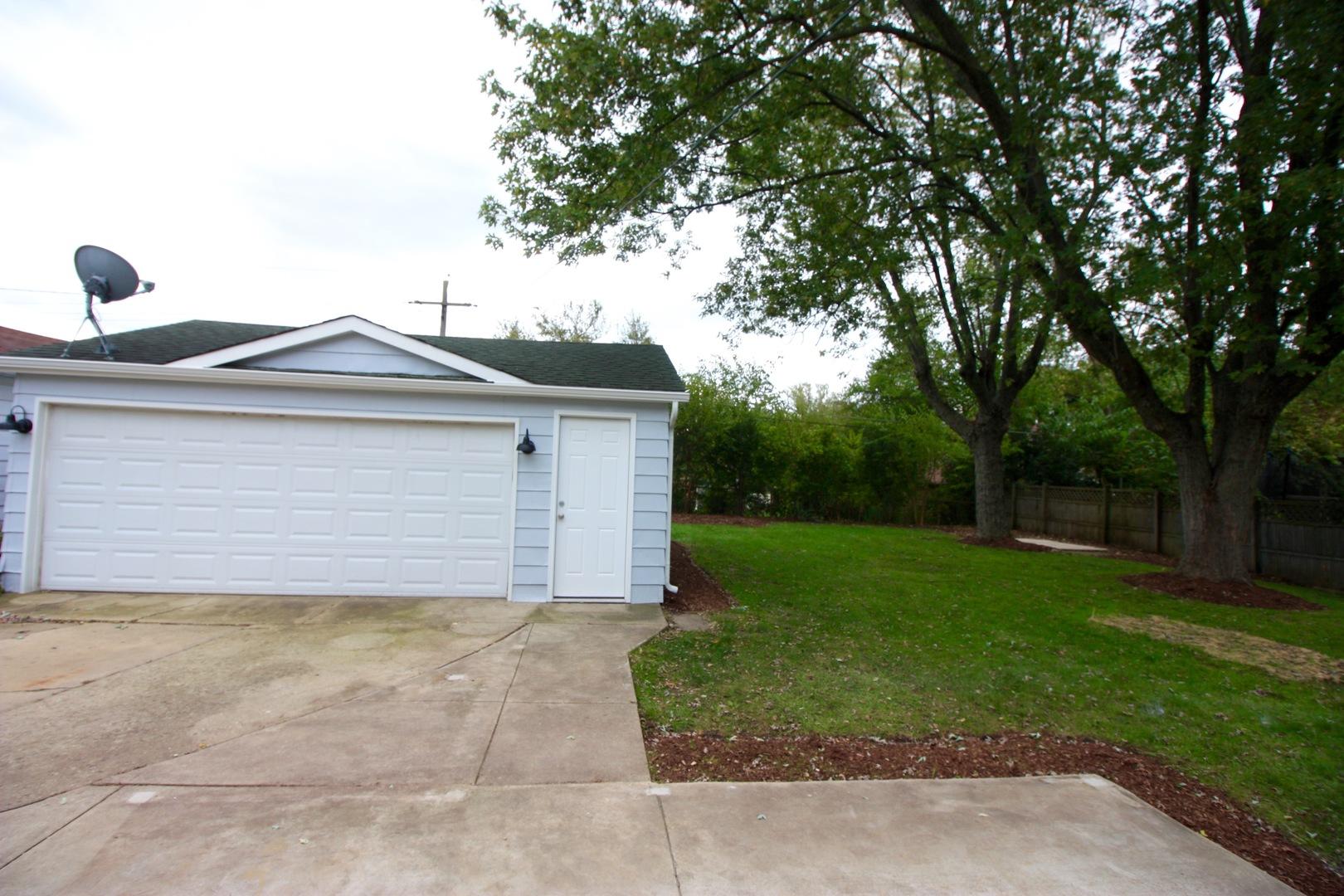 319 BERKSHIRE, Roselle, Illinois, 60172