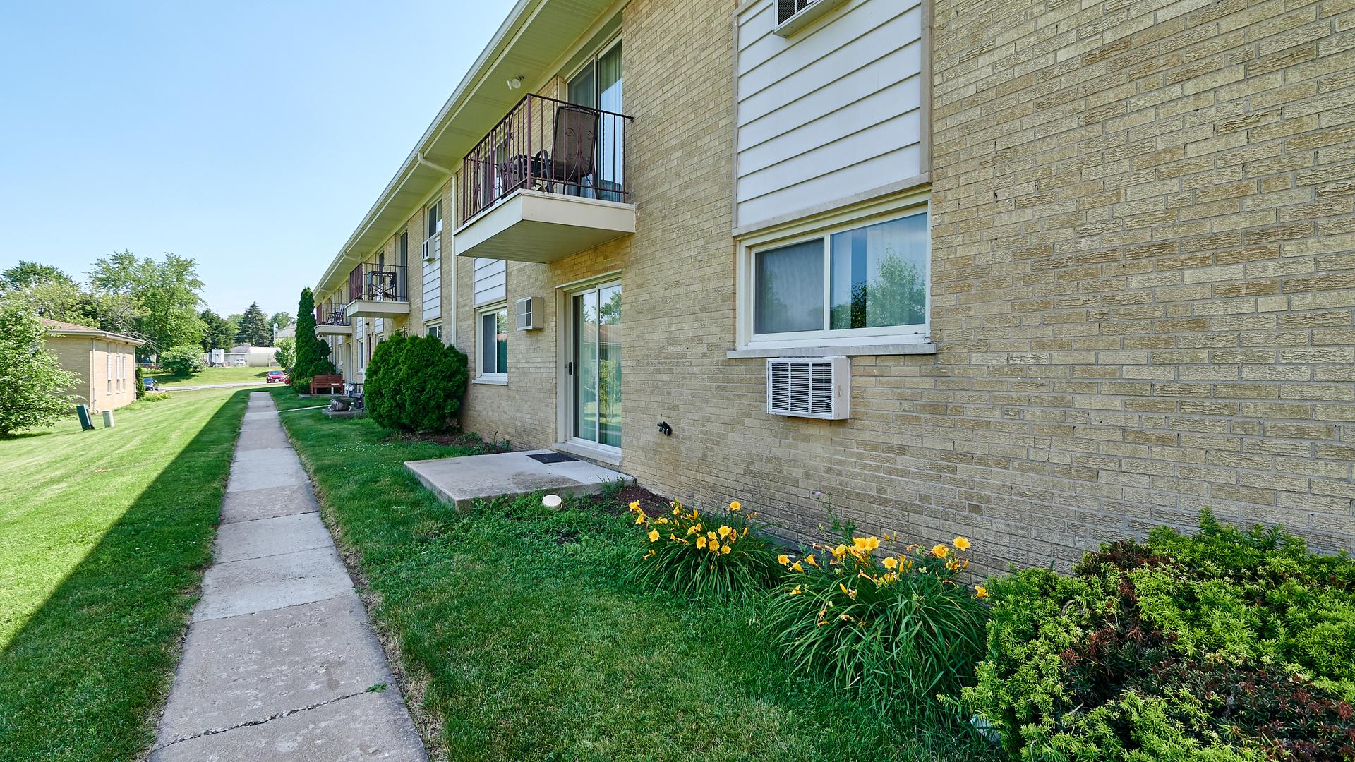 5725 Holmes 3, CLARENDON HILLS, Illinois, 60514