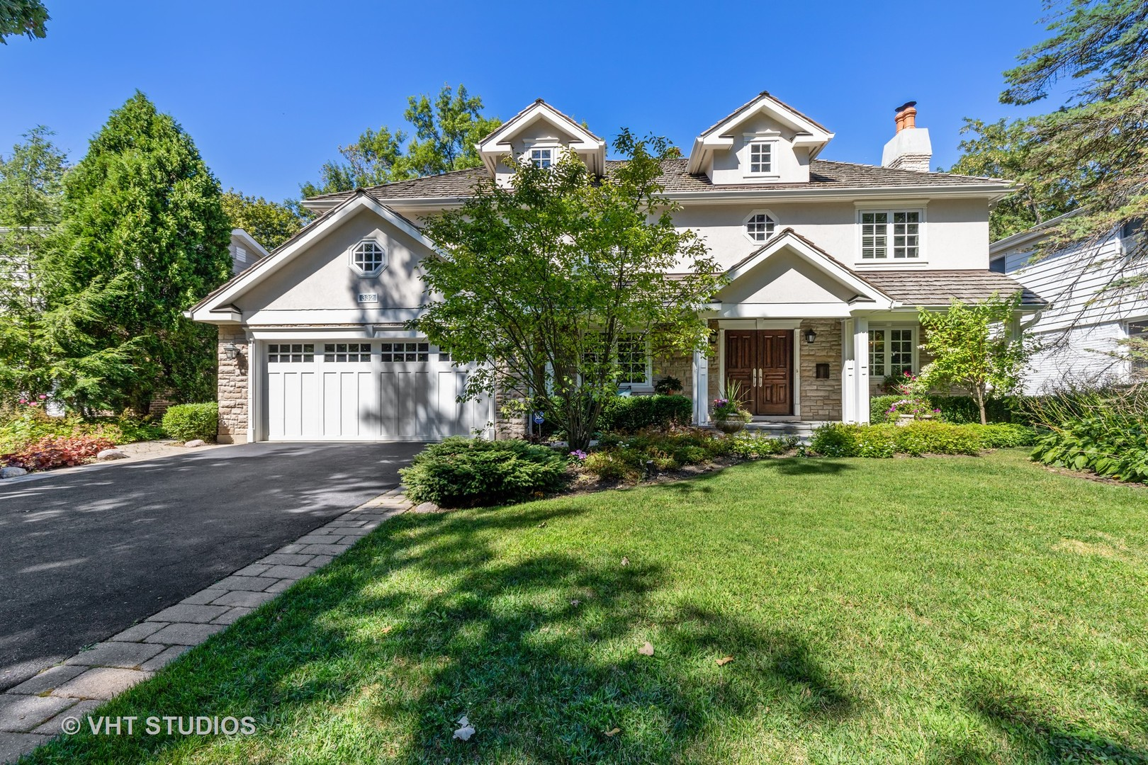 332 West Sheridan Place, Lake Bluff, Illinois 60044