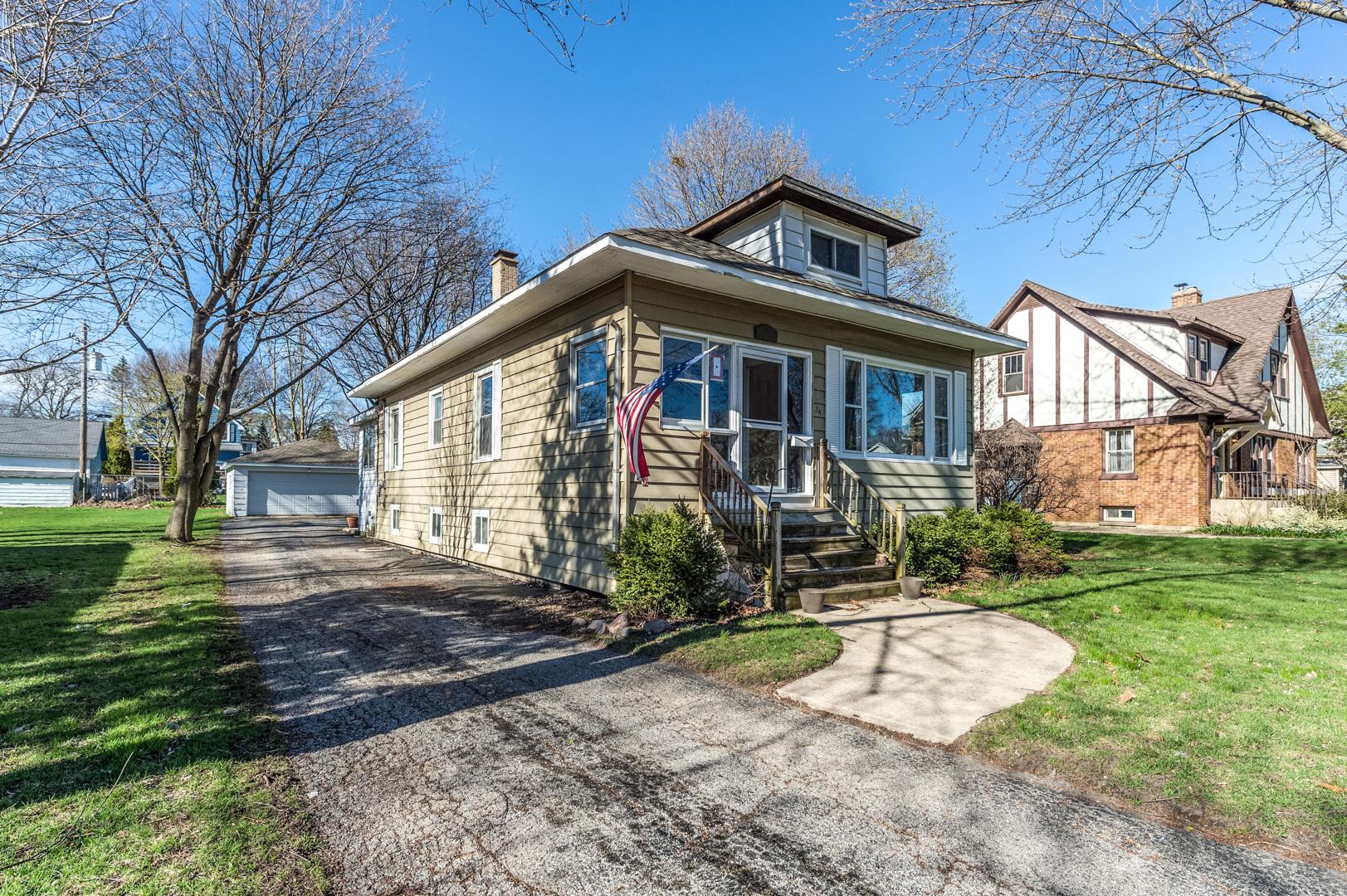 24 West Maple, Roselle, Illinois, 60172