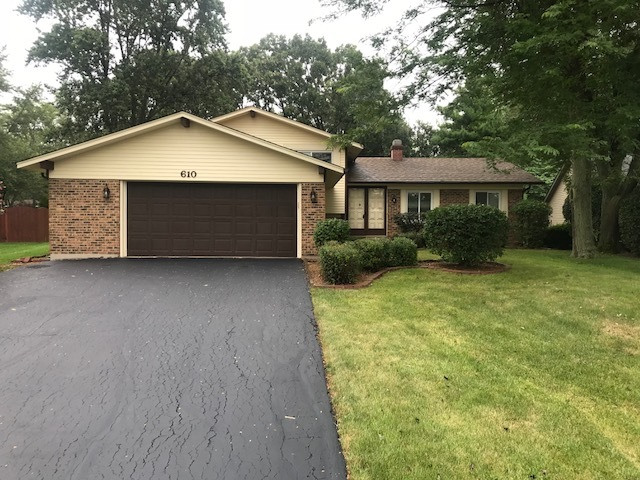610 Green Briar Lane, Lindenhurst, Illinois 60046