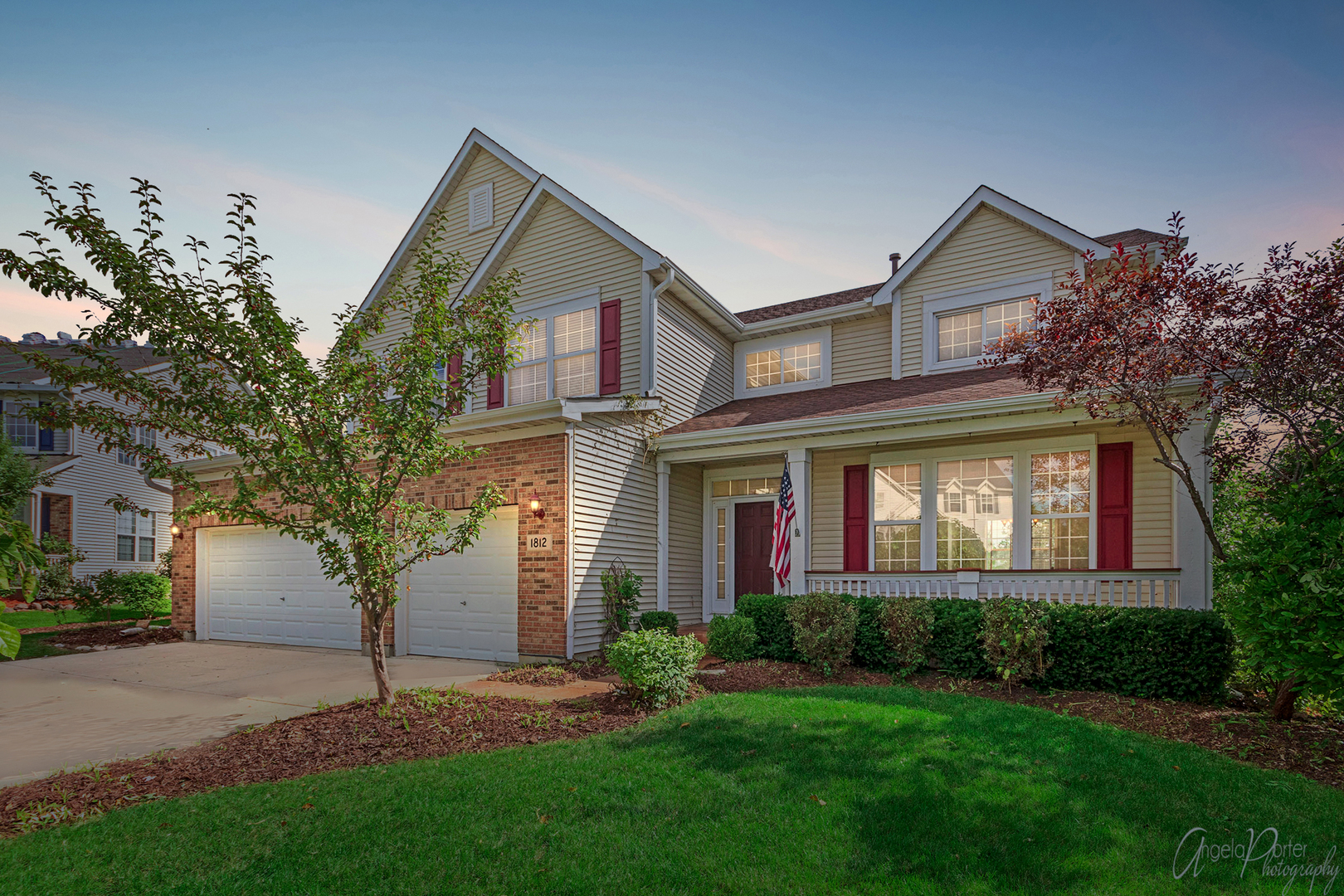 1812 Prairie Ridge Circle, Lindenhurst, Illinois 60046