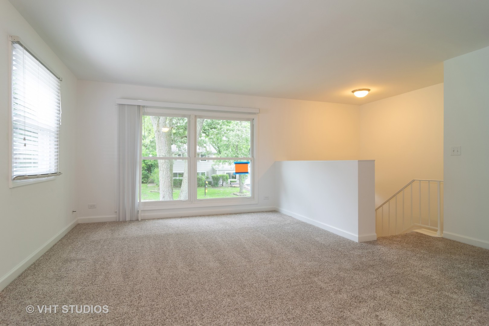 104 Woodcrest, STREAMWOOD, Illinois, 60107