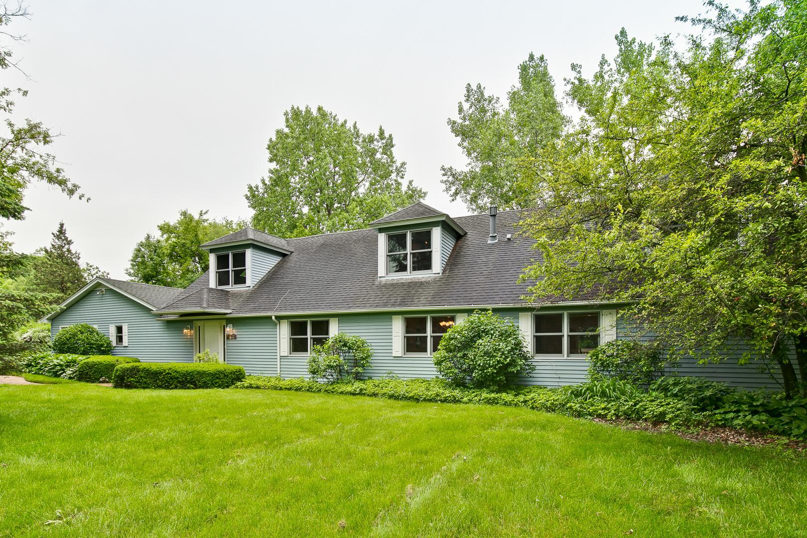 255 Ridgeway Lane, Libertyville, Illinois 60048