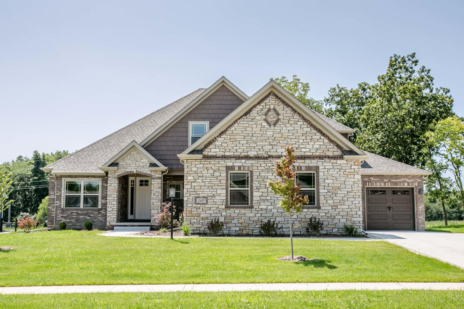 1507 Forest Ridge Drive, Mahomet, IL 61853
