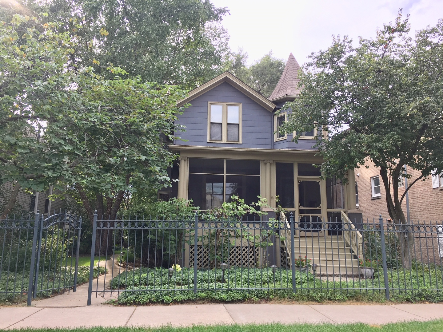 4 House in Uptown