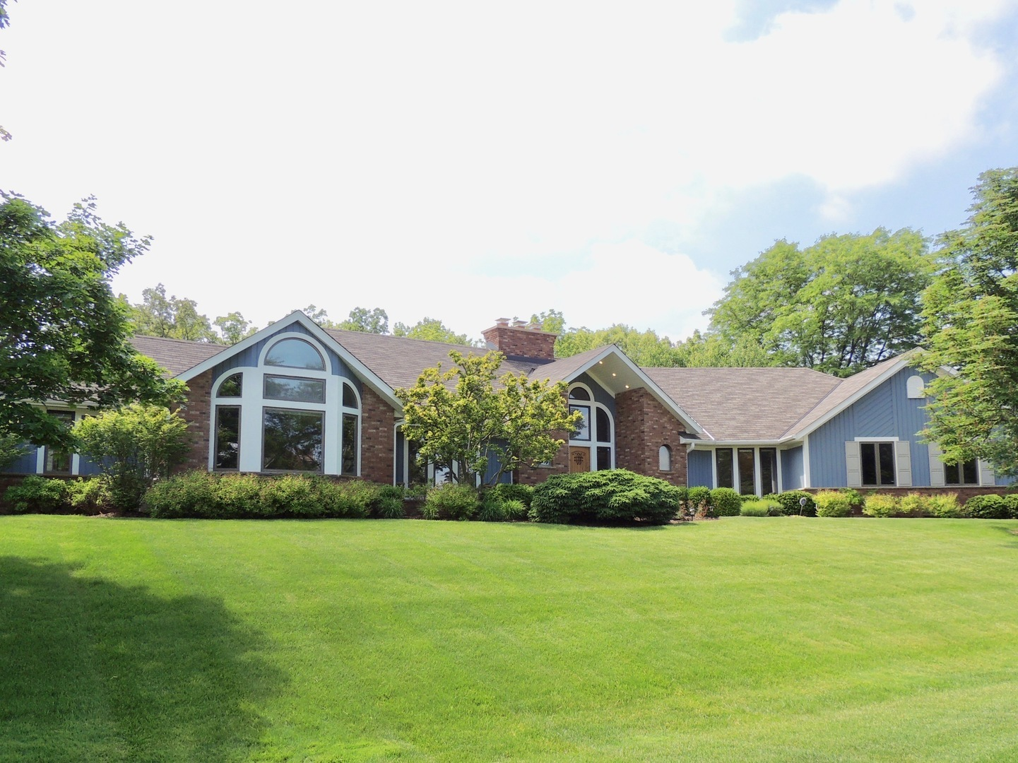 2420 Steeple Chase Circle, Libertyville, Illinois 60048