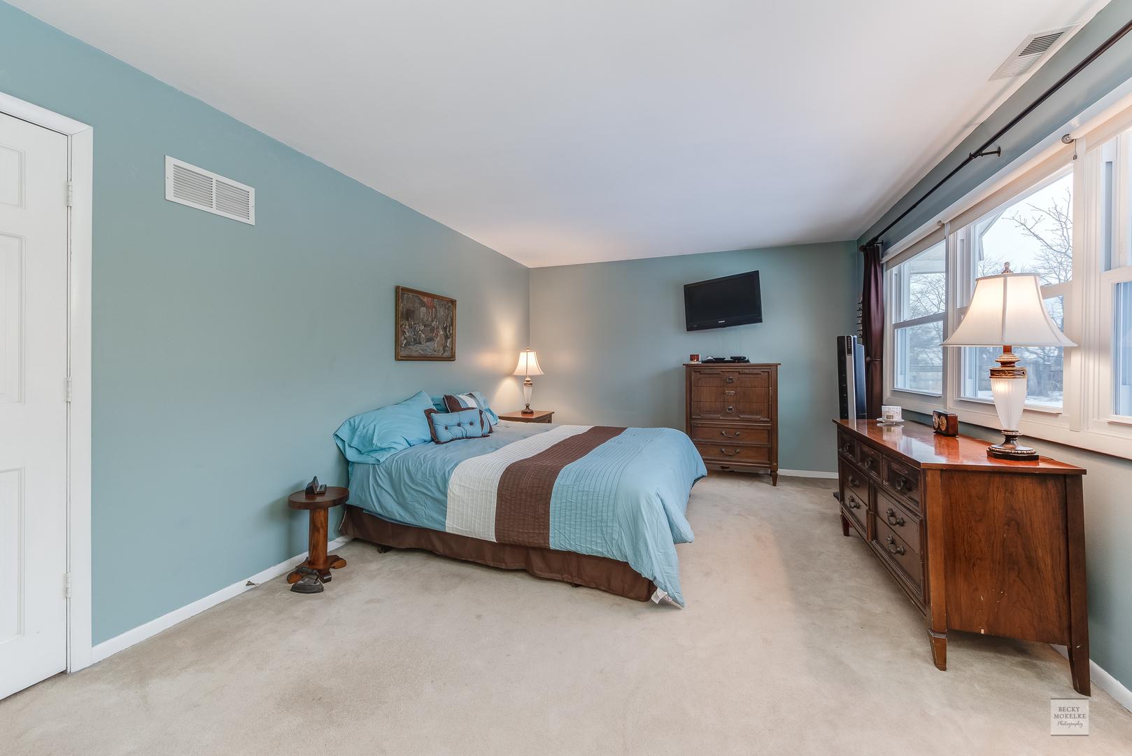 13 East Anchor, Oswego, Illinois, 60543