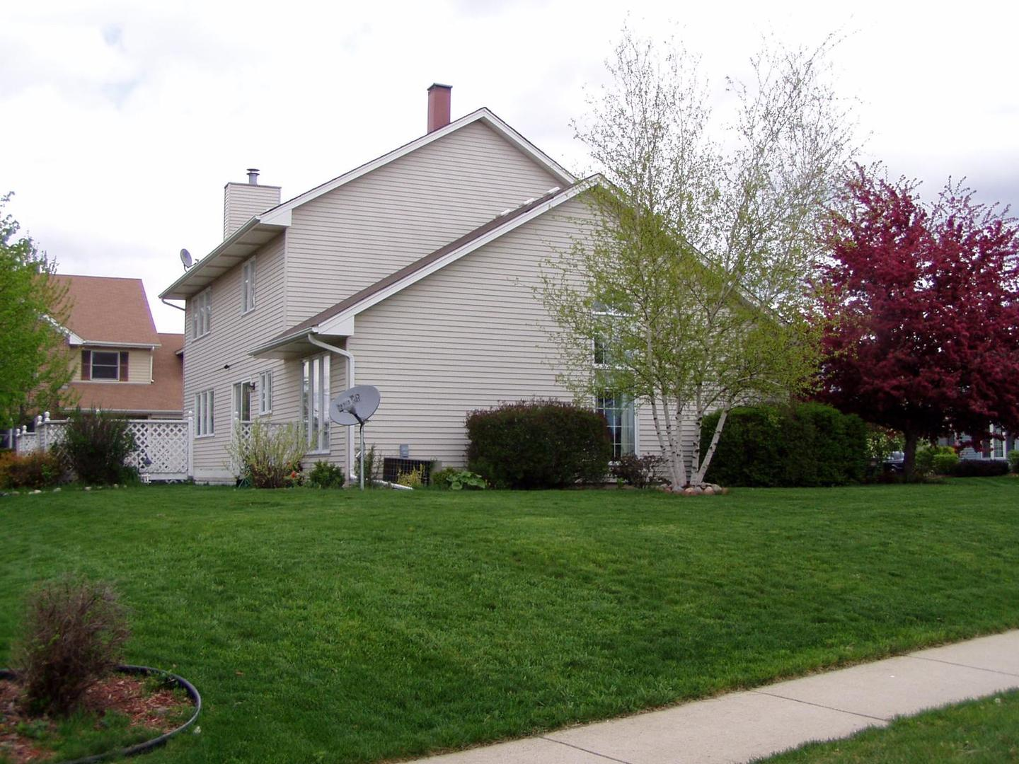 240 windsor, BARTLETT, Illinois, 60103