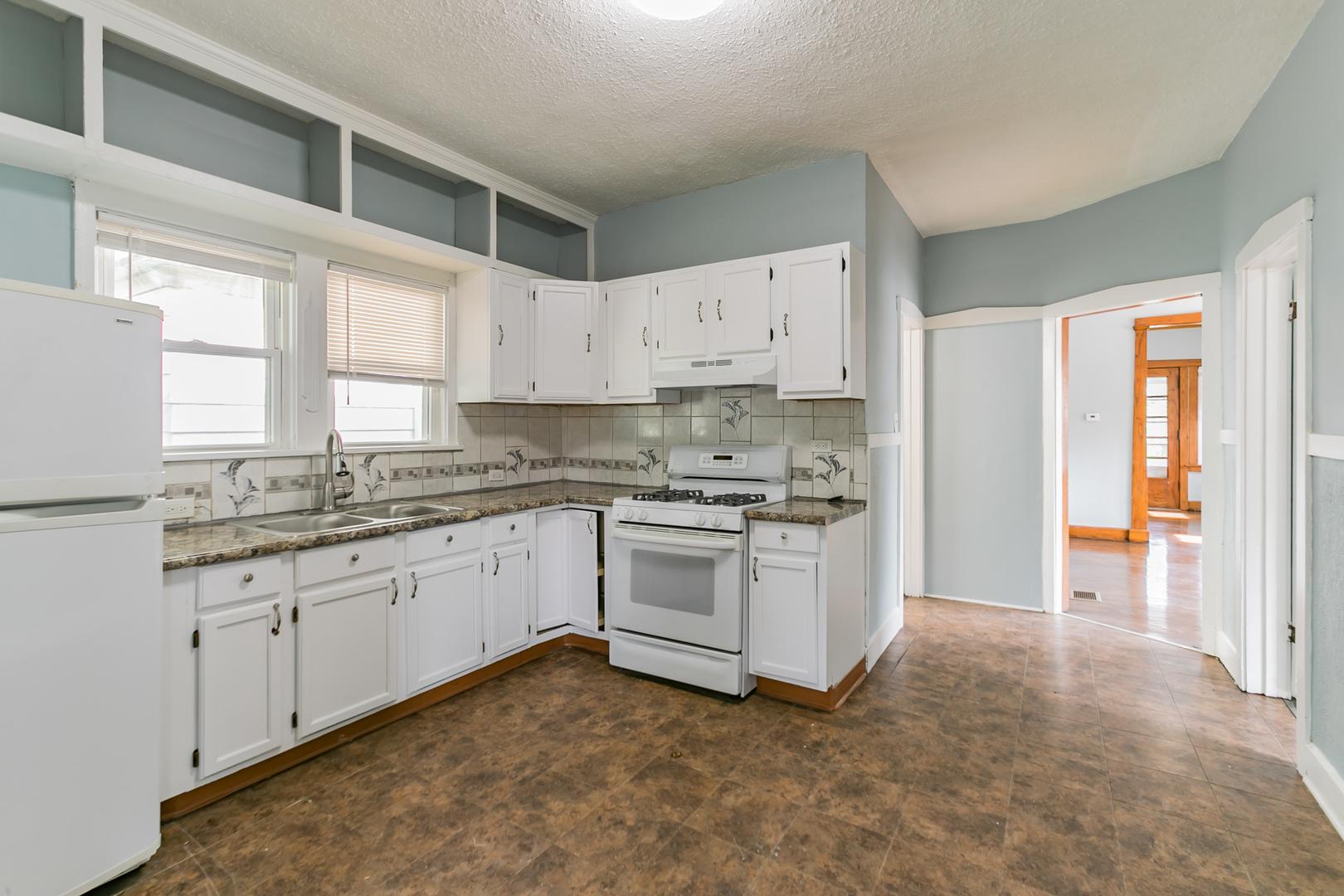 421 West Ridgeland, WAUKEGAN, Illinois, 60085