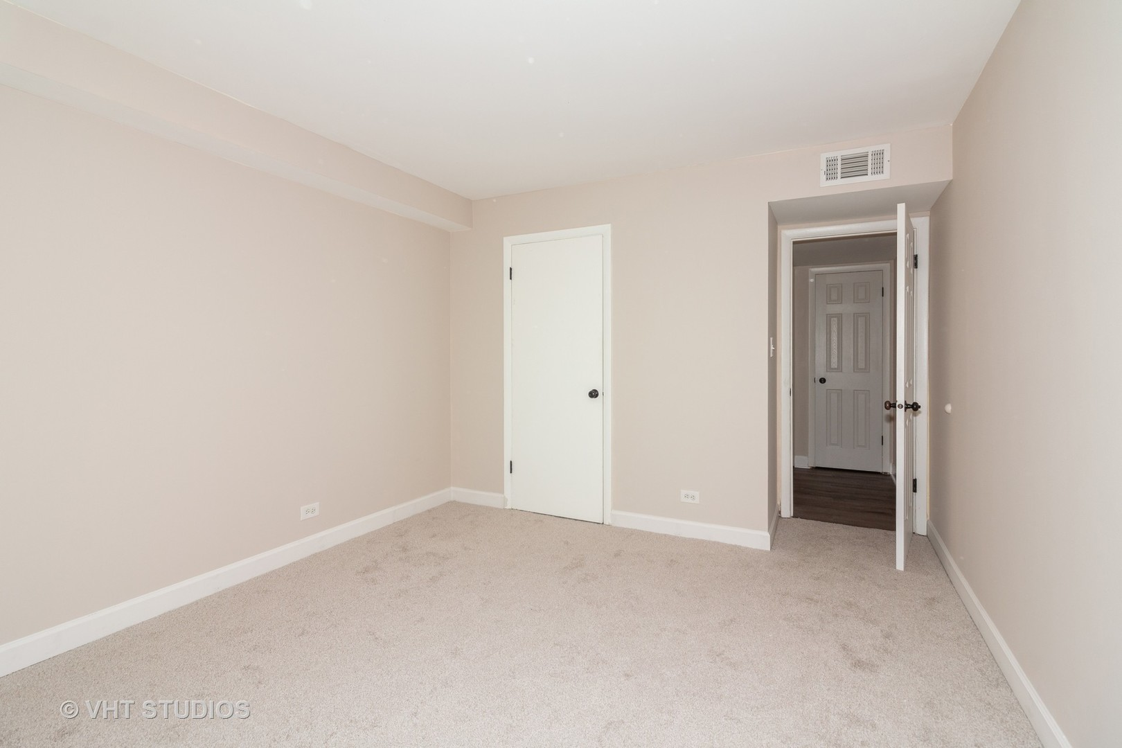 3B Kingery Quarter 105, WILLOWBROOK, Illinois, 60527
