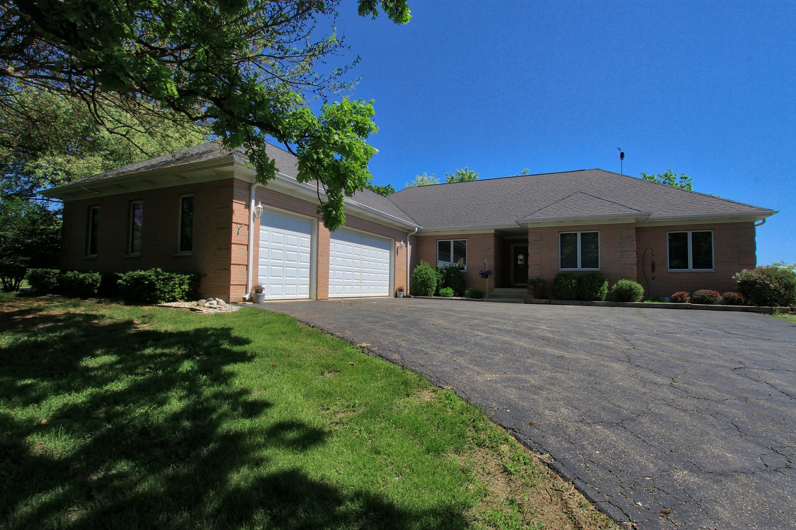 2608 Rolling Oaks Road, Spring Grove, Illinois 60081