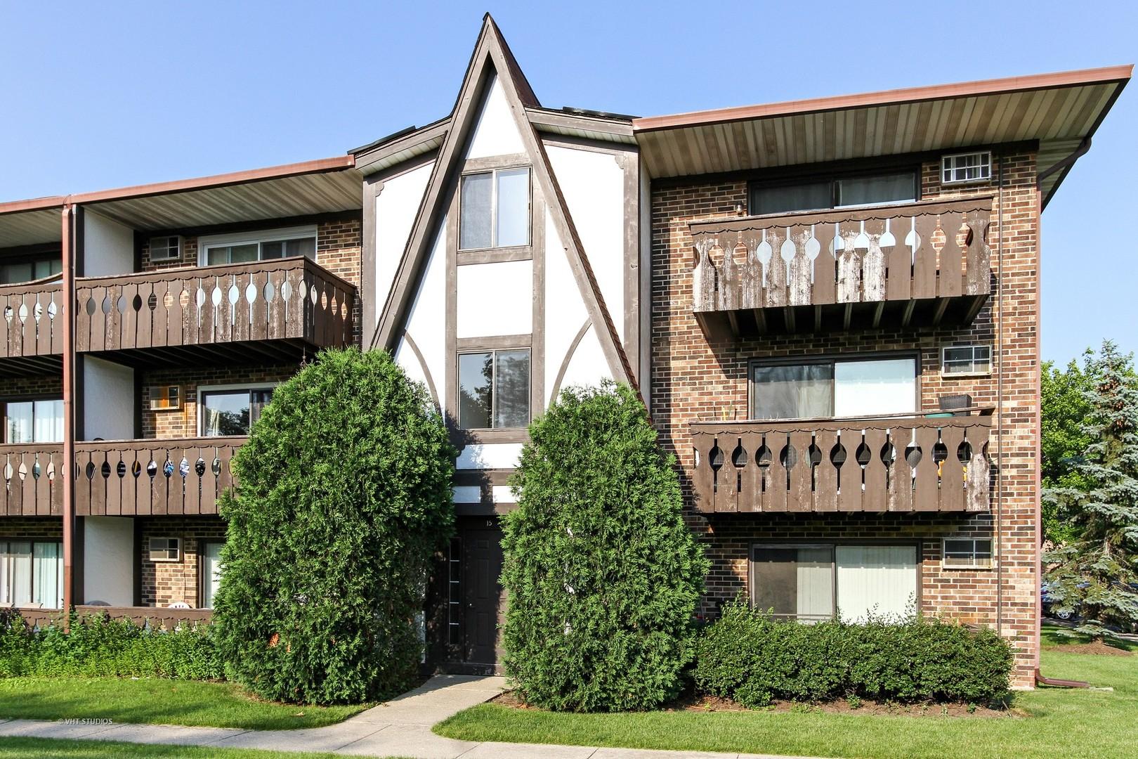 15 Crestview Lane, Unit 11, Vernon Hills, Illinois 60061