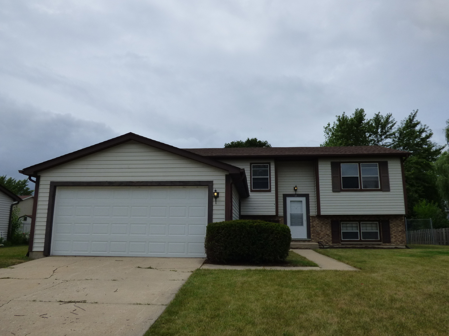 530 Waterford Drive, Lindenhurst, Illinois 60046